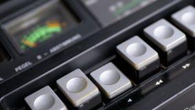 Dosunięcie sztuki guzik na rocznik taśmy pisaku Tranzystorowy retro radio zdjęcie wideo