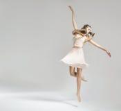 Dosyć i młody baletniczy tancerz Zdjęcie Royalty Free