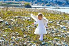 Dosyć mała anioł dziewczyna przychodził od nieba Obraz Stock