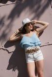 Dosyć nastoletnia odzież spaghetti patka, skróty i Havana kapelusz, fotografia stock