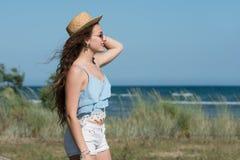 Dosyć nastoletnia odzież spaghetti patka, skróty i kapelusz, zdjęcie stock