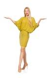 Dosyć wysoka kobieta w kolor żółty sukni odizolowywającej dalej Zdjęcie Stock