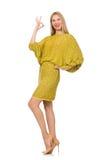Dosyć wysoka kobieta w kolor żółty sukni odizolowywającej dalej obrazy stock