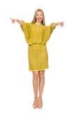 Dosyć wysoka kobieta w kolor żółty sukni odizolowywającej dalej Fotografia Stock