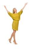 Dosyć wysoka kobieta w kolor żółty sukni odizolowywającej na Zdjęcia Stock