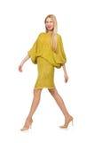 Dosyć wysoka kobieta w kolor żółty sukni odizolowywającej na fotografia royalty free