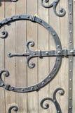 Dotación física ornamental de la puerta del hierro labrado Fotos de archivo libres de regalías