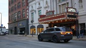 DOTACZANIE, WV Timelapse Capitol Theatre w Toczyć WV Redakcyjnego używa tylko - Około Kwiecień 1 2019 - zbiory wideo