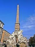 Dotato davanti uno stile barrocco molto elegante, la piazza Navona è uno di quadrati più bei e più popolari a Roma fotografia stock