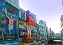 dotonbori的连续人在oaska日本 库存照片