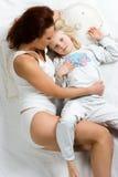 dotter henne mom Fotografering för Bildbyråer