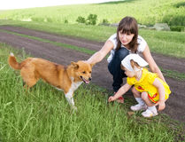 dotterhundmoder Royaltyfria Foton