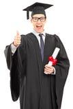Dottorando che dà un pollice su Fotografia Stock