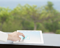 Dotykać trząść ręki ikonę na pastylka ekranie Zdjęcie Royalty Free