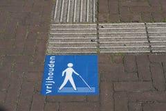 Dotykowy bruk dla niewidomych ludzi w holandiach fotografia royalty free