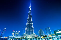 Doubai de stad in en Burj Khalifa bij nacht Royalty-vrije Stock Foto