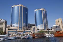 DOUBAI, DE V.A.E - 14 MEI, 2016: De tweelingtorens bouw Stock Afbeelding