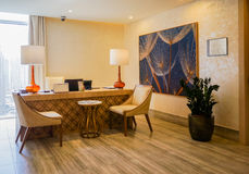 doubai In de zomer van 2016 Modern en helder binnenland in de Grote het Strandtoevlucht van hotelhabtoor Royalty-vrije Stock Foto's