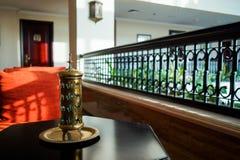 doubai In de zomer van 2016 Modern en helder binnenland in het hotel Kempinski Stock Foto