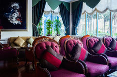 doubai In de zomer van 2016 Modern en helder binnenland in het hotel Kempinski Royalty-vrije Stock Afbeeldingen