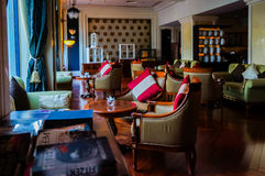 doubai In de zomer van 2016 Modern en helder binnenland in het hotel Kempinski Royalty-vrije Stock Afbeelding