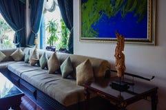 doubai In de zomer van 2016 Modern en helder binnenland in het hotel Kempinski Stock Afbeeldingen