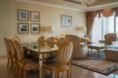 doubai In de zomer van 2016 Modern en helder binnenland in het hotel Kempinski de Palm, Jumeirah Stock Foto's
