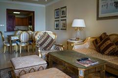 doubai In de zomer van 2016 Modern en helder binnenland in het hotel Kempinski de Palm, Jumeirah Royalty-vrije Stock Foto's