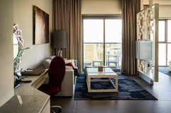 doubai In de zomer van 2016 Modern en helder binnenland in het hotel Wyndham Dubai Marina Stock Foto