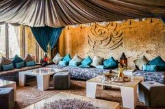 doubai In de zomer van 2016 Modern en helder binnenland met marmeren decoratie in het hotel Sofitel de Palm Stock Foto's