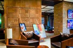doubai In de zomer van 2016 Modern en helder binnenland met marmeren decoratie in het hotel Sofitel de Palm Royalty-vrije Stock Foto