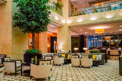 doubai In de zomer van 2016 Modern en helder binnenland op de Algemene Vergadering van hotelgrosvenor Royalty-vrije Stock Afbeelding