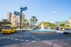 DOUBAI, 15 V.A.E-JANUARI: Stadsstraten 15 Januari, 2014 in Doubai, U Stock Afbeeldingen