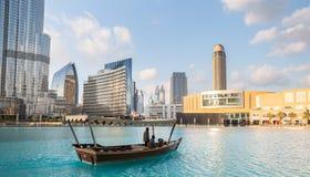 DOUBAI, 16 V.A.E-JANUARI: Wolkenkrabbers in het stadscentrum op Januari Royalty-vrije Stock Foto