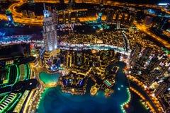 Doubai van de binnenstad bij nacht royalty-vrije stock afbeelding