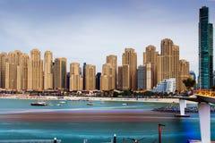 Doubai, Verenigde Arabische Emiraten - 16 November, 2018: JBR, het populaire strand van Jumeirah Beach Residence in Doubai, panor stock afbeeldingen