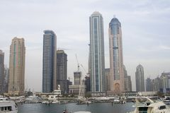 Doubai - Wolkenkrabbers bij jachthaven Royalty-vrije Stock Foto