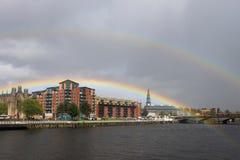 Double arc-en-ciel au-dessus de rivière Clyde à Glasgow Photographie stock