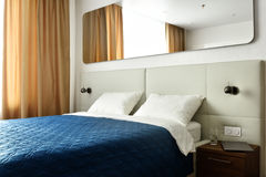 Double bed in a bedroom Royalty Free Stock Photos