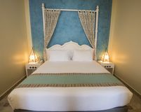 Double bed in a luxury suite of a hotel room Stock Photography