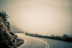 Double courbure dans une route de falaise Image libre de droits