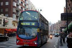 Double decker Bus in front of Harrods building in London Royalty Free Stock Photos