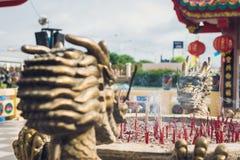 Double dragon en laiton dans le temple chinois Photo libre de droits