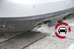 Free Double Exhaust From A Car With Smoke And The Traffic Sign For Dr Stock Photography - 125557242