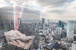 Double exposition avec l'horizon d'homme d'affaires et de ville image libre de droits