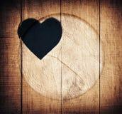 Double exposition de forme de coeur et de cercle en bois Images stock