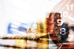 Double exposition des piles de pièces de monnaie et livre de comptes ou crédit Ca photos stock