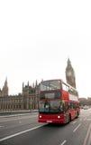double för ben stor bussdäckare arkivbild