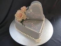 Double gâteau de mariage de coeur Photographie stock