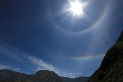 Double halo du soleil dans les Andes du Pérou Photographie stock libre de droits